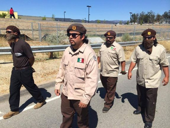 "Read 'INFOWARS' Article: ""Mexican Flag-Wearing La Raza Militants Arrive in Murrieta, (Members on site to 'protect the children')"""